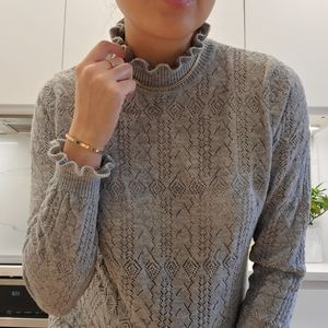 Zara Knit light sweater with scallop neck & cuffs